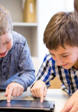 De ce gadget-uri au nevoie elevii silitori