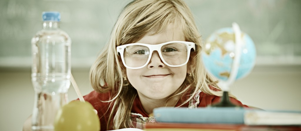 9 semne că cel mic are nevoie de ochelari