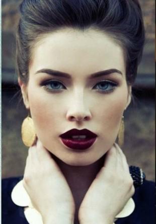 Programează-te pentru o ședință gratuită de makeup în toată luna octombrie!