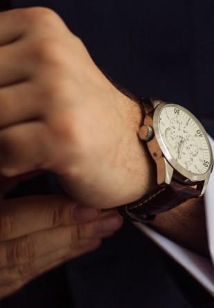 Bărbații cool poartă ceasuri pe măsură!