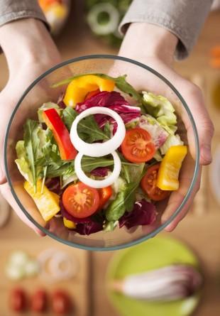 Salate proaspete pentru o vară sănătoasă