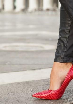 Pantofi roşii pe care trebuie să-i ai în garderoba de toamnă