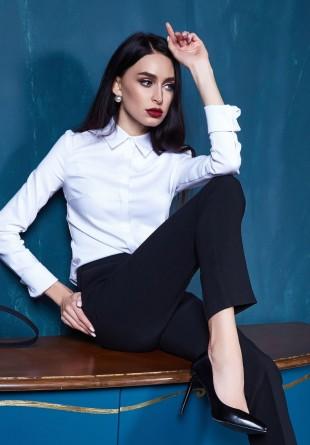 Cămașa albă: 3 feluri chic de a o purta