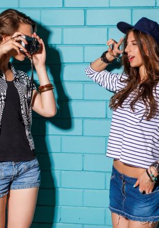 Cum să te îmbraci pentru a ieși perfect în poze