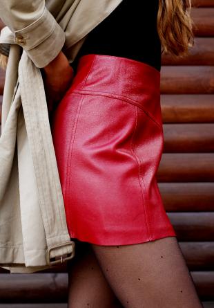 STYLING TIPS: 3 stiluri de a purta fusta din piele