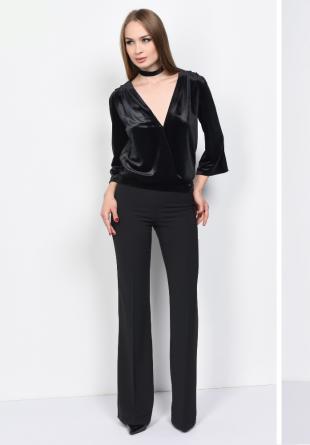 3 ținute all black pentru un look elegant impecabil