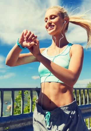 Tehnologia care ne ajută să trăim sănătos: beneficiile brățărilor fitness
