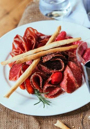 Asociază corect vinul cu tipul de carne