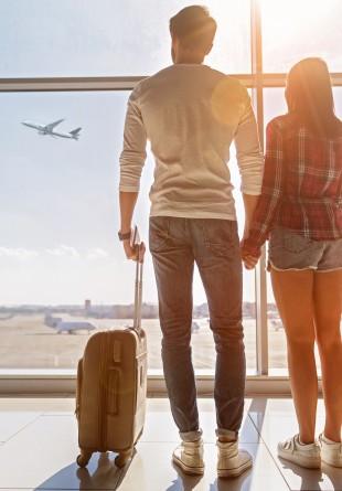 SFATURI DE STIL: ținute ideale pentru călătoriile cu avionul
