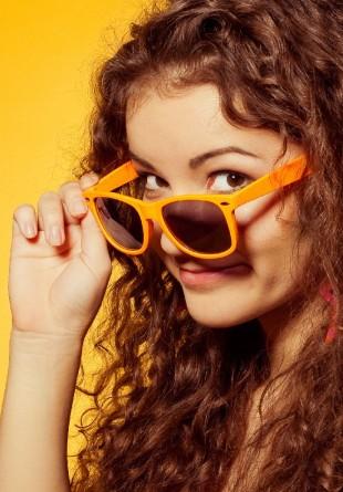 Cum îți alegi ochelarii de soare în funcție de forma feței