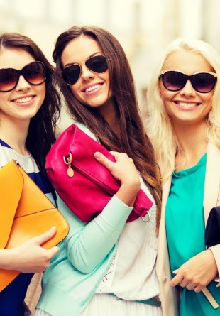 5 genți care te vor scoate din anonimat vara aceasta