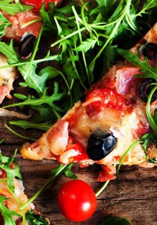 5 idei de pizza delicioase și ușoare de vară