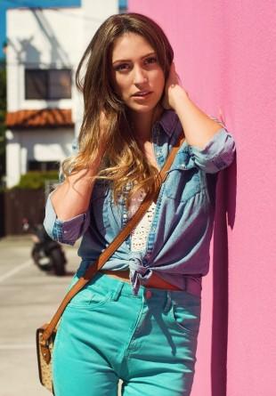 5 super look-uri pentru cămașa de blugi