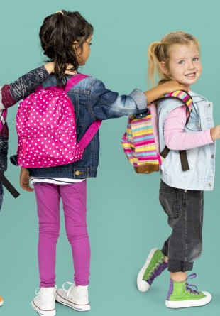 Oferă-i copilului tău un ghiozdan pe care îl va adora!
