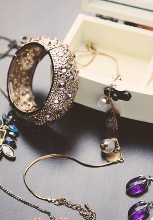 Accesorii pe care trebuie să le ai în cutia cu bijuterii